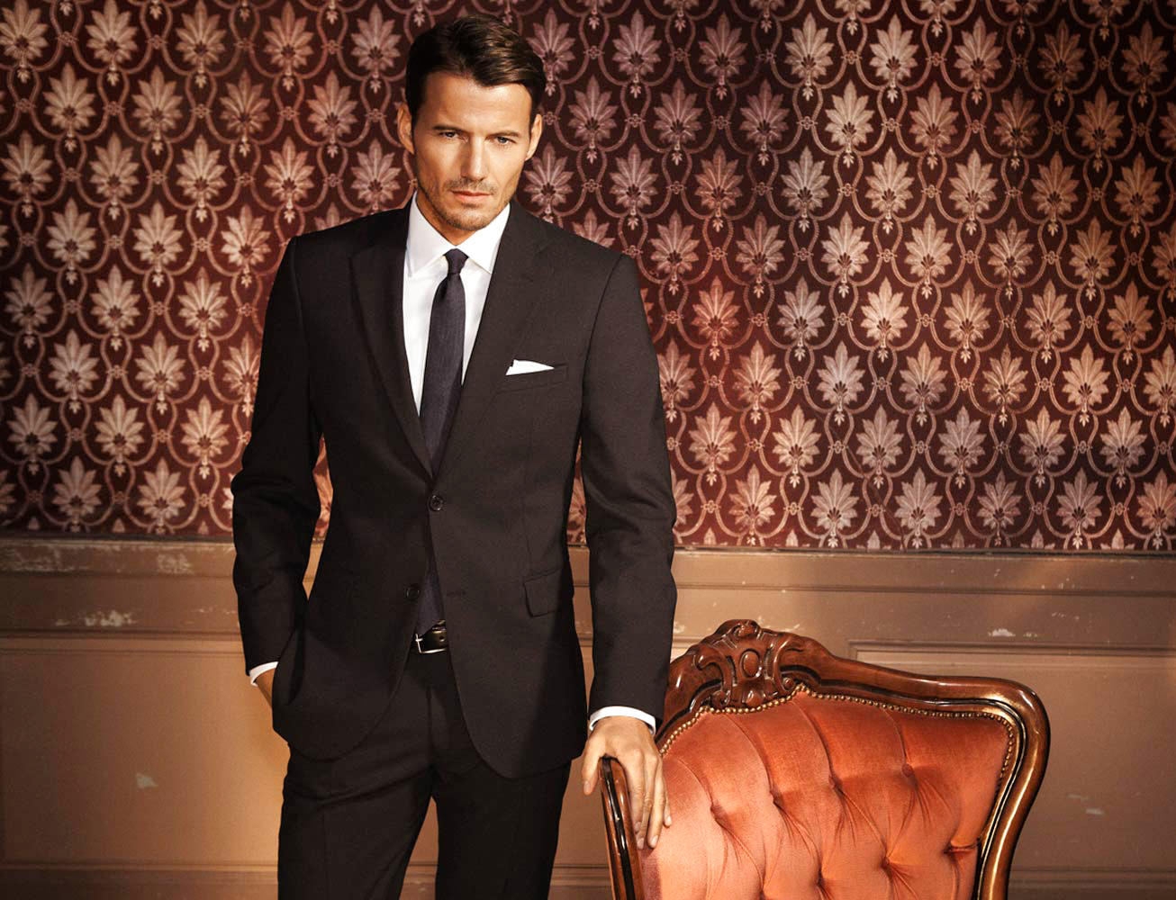 Black and white suit, shirt and tie color combination