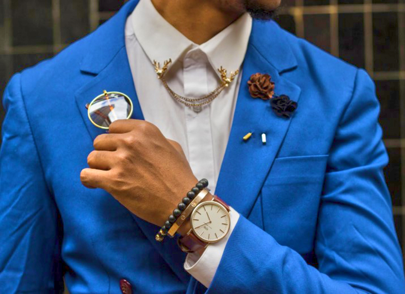 Avoid too many accessories on your business suit