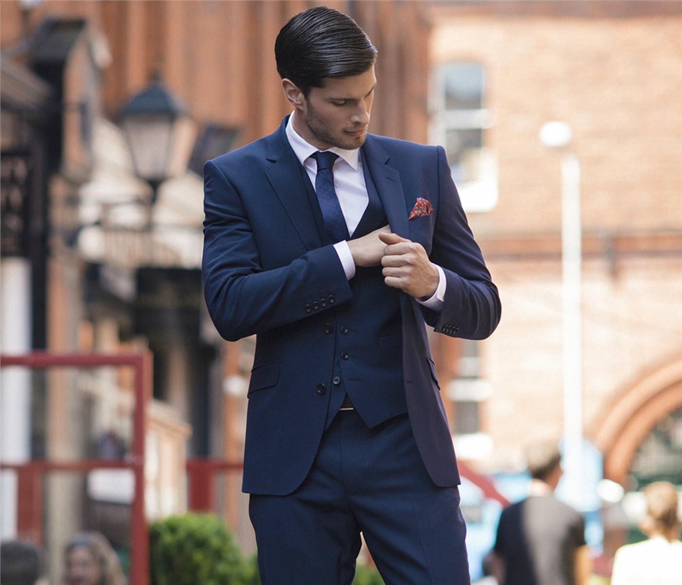 Matt-navy three-piece-suit
