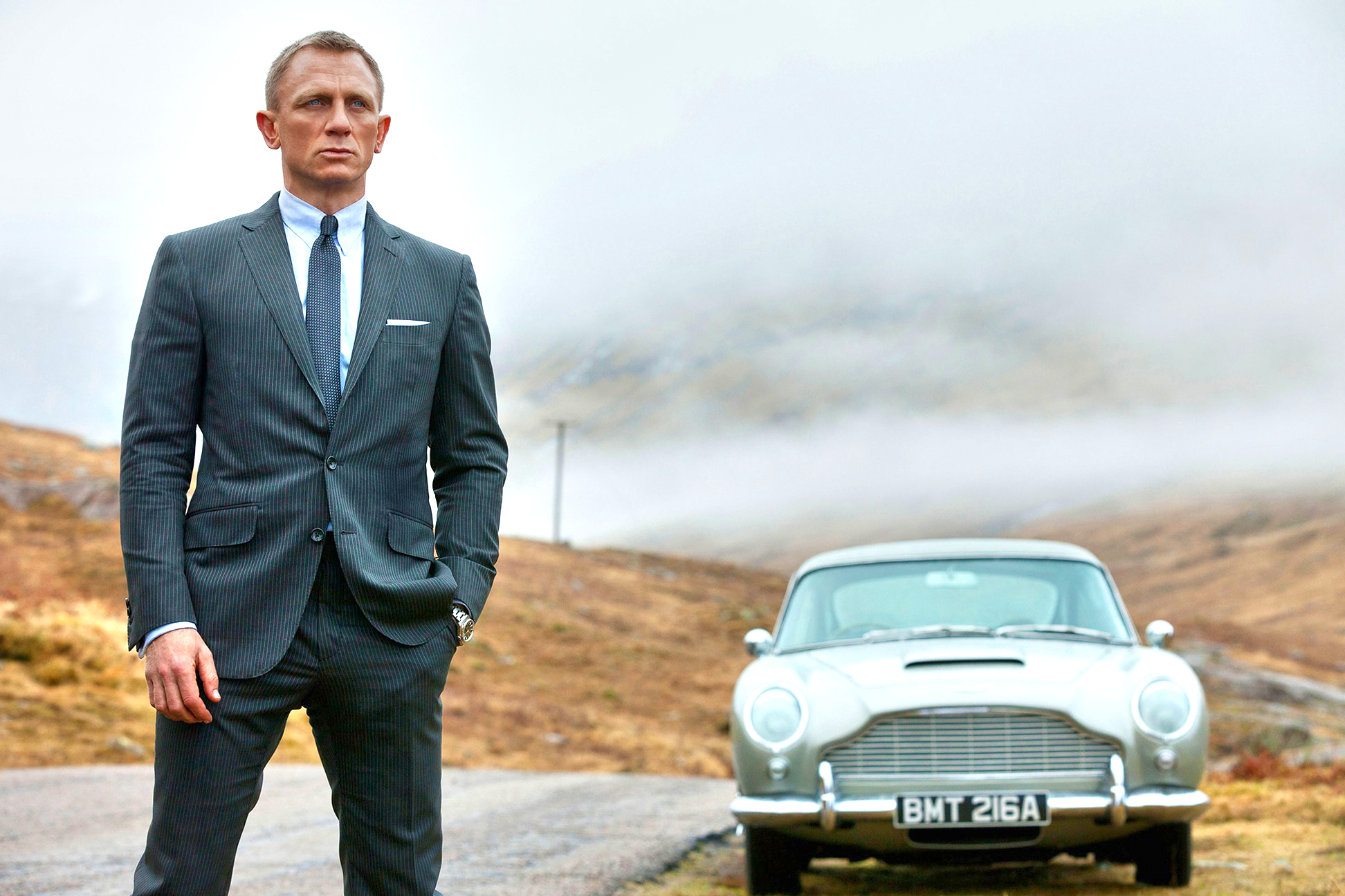James Bond (Daniel Craig) wearing the Brioni Vanquish II