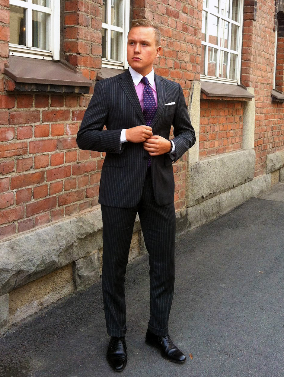 Black suit, black shoes, pink shirt and navy-pink tie color combination