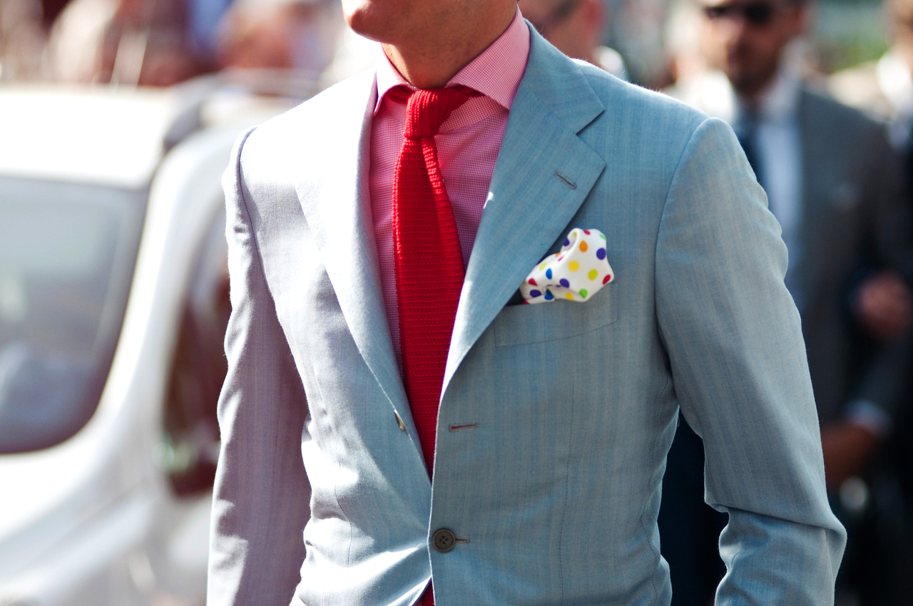 Analog colors scheme: Pink shirt and red tie color combination