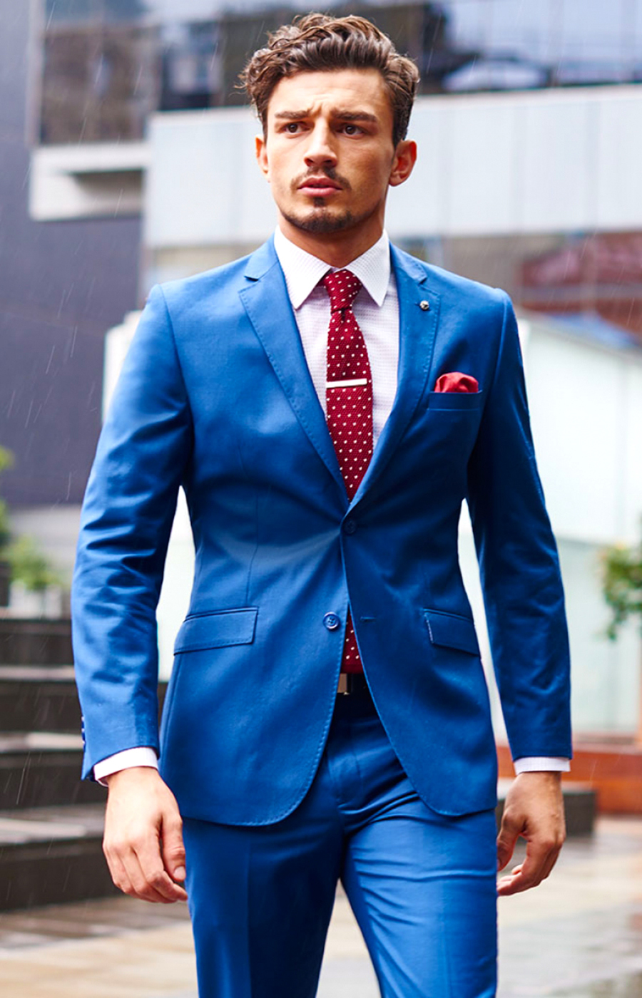 Blue suit matched with a red tie