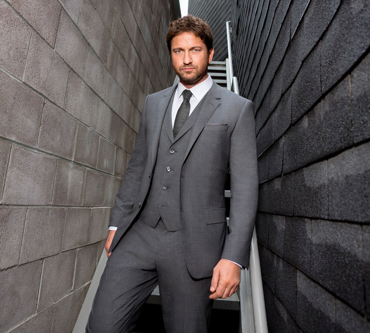 Gerard Butler in Hugo Boss suit