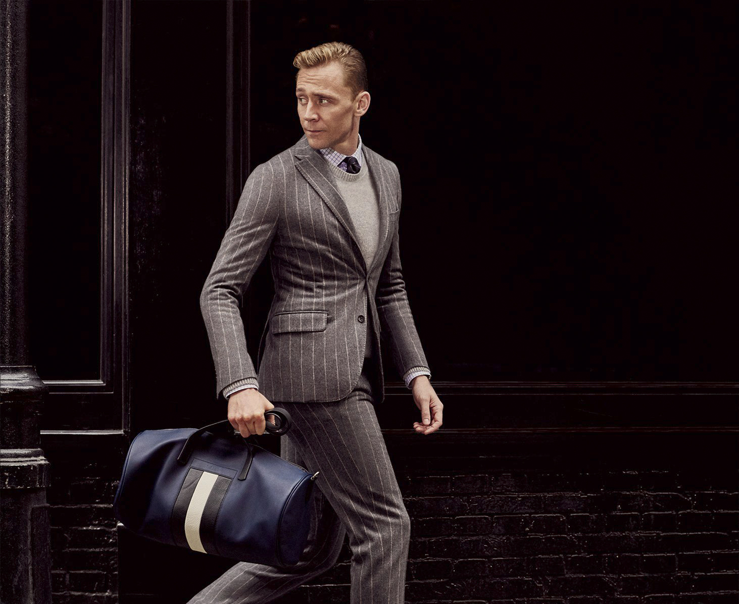 Tom Hiddleston wears a Boglioli