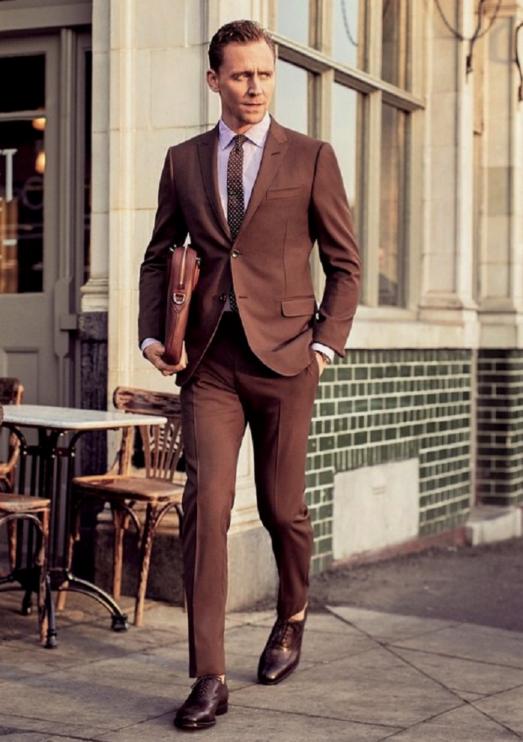 Brown shoes look perfect with brown suit and pink shirt