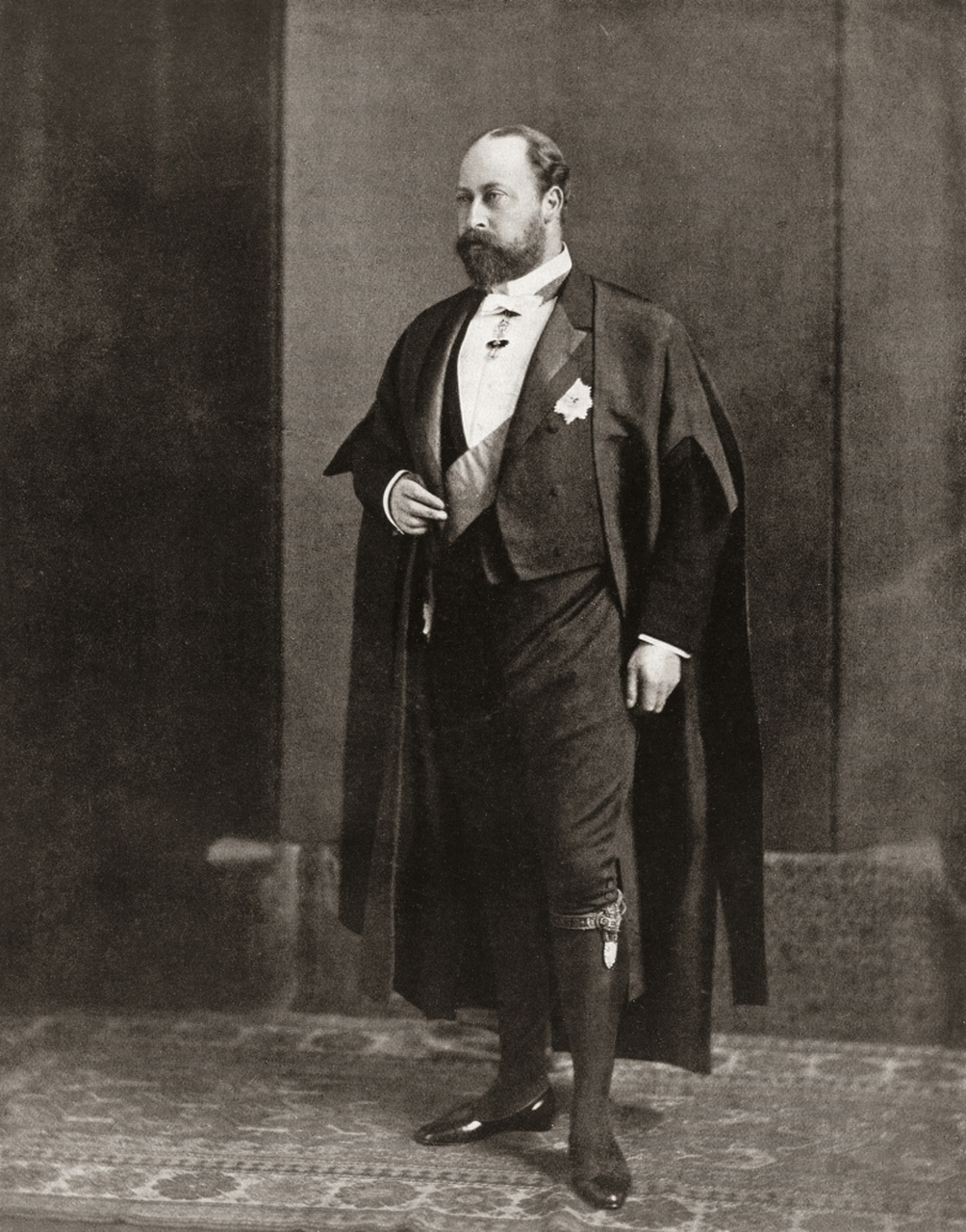 Edrawd VII wearing a tuxedo