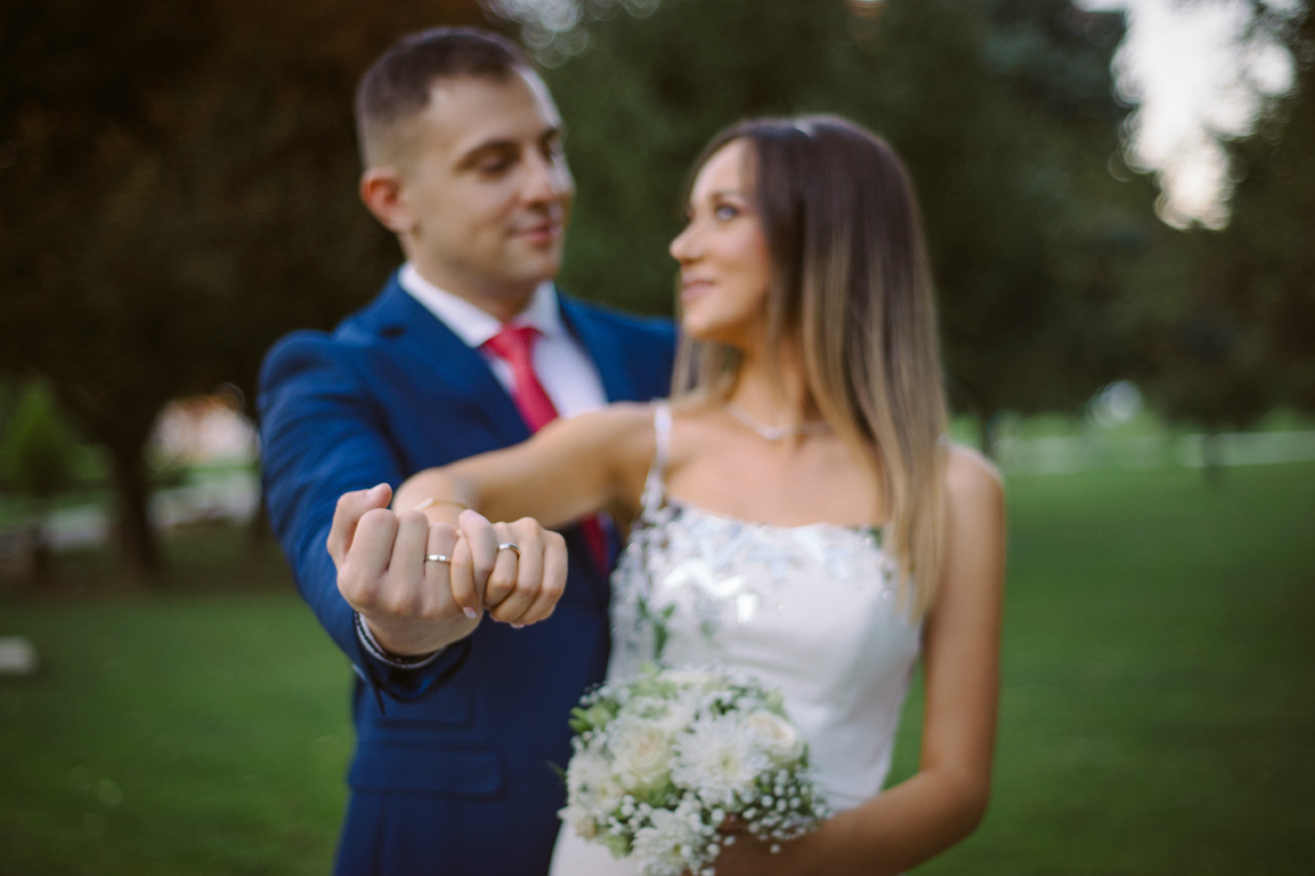 Exchange wedding rings with your fiancee