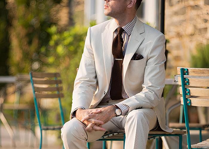 how to wear brown seersucker suit