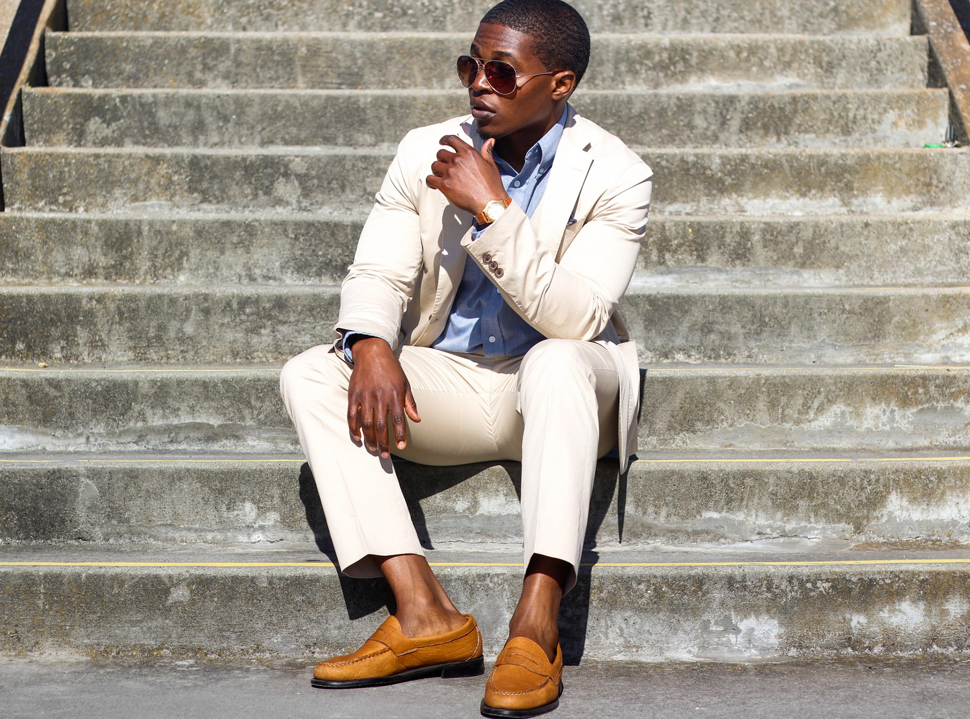 how to wear tan cotton suit