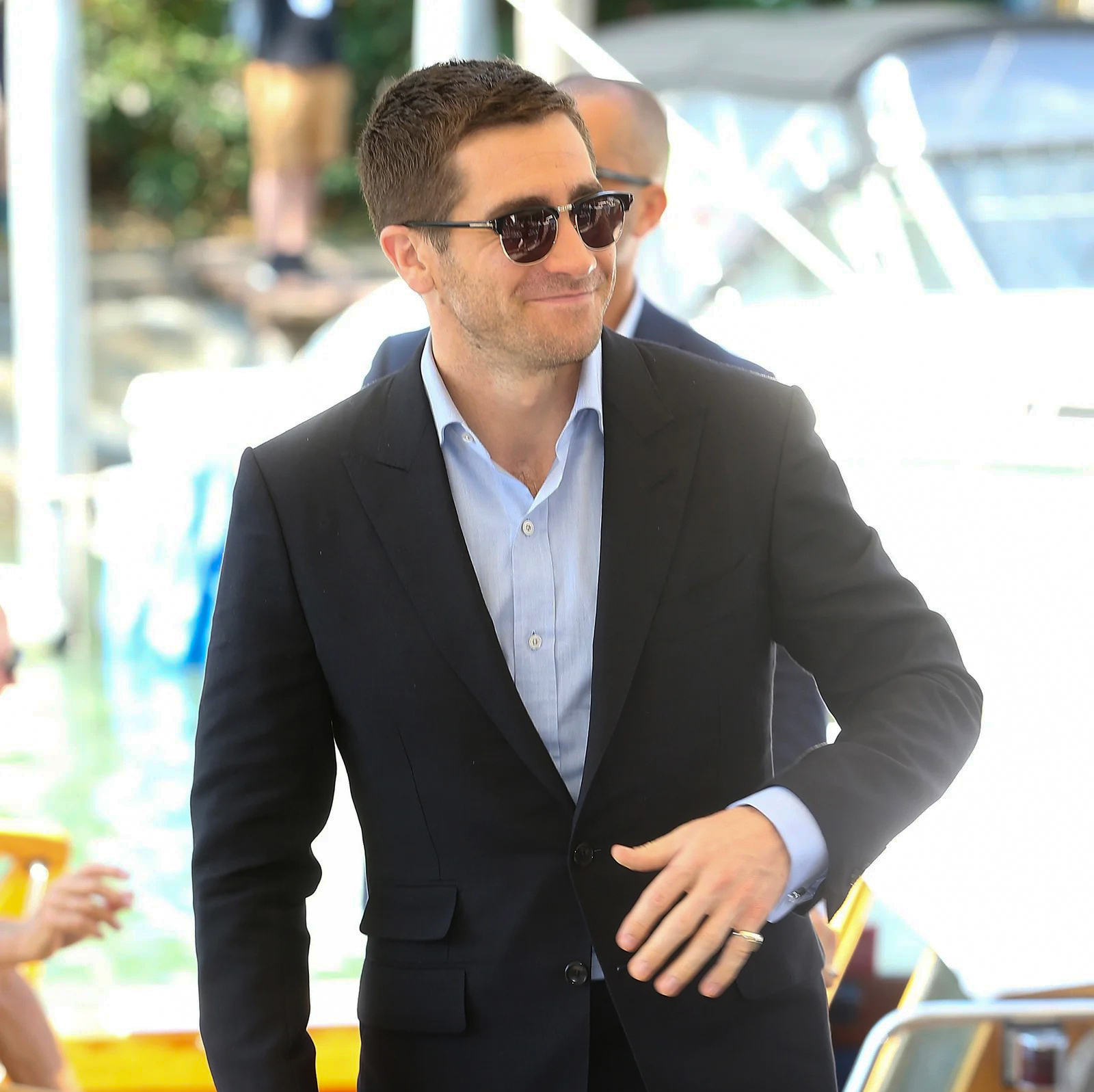 jake gyllenhaal matches semi-rimless sunglasses