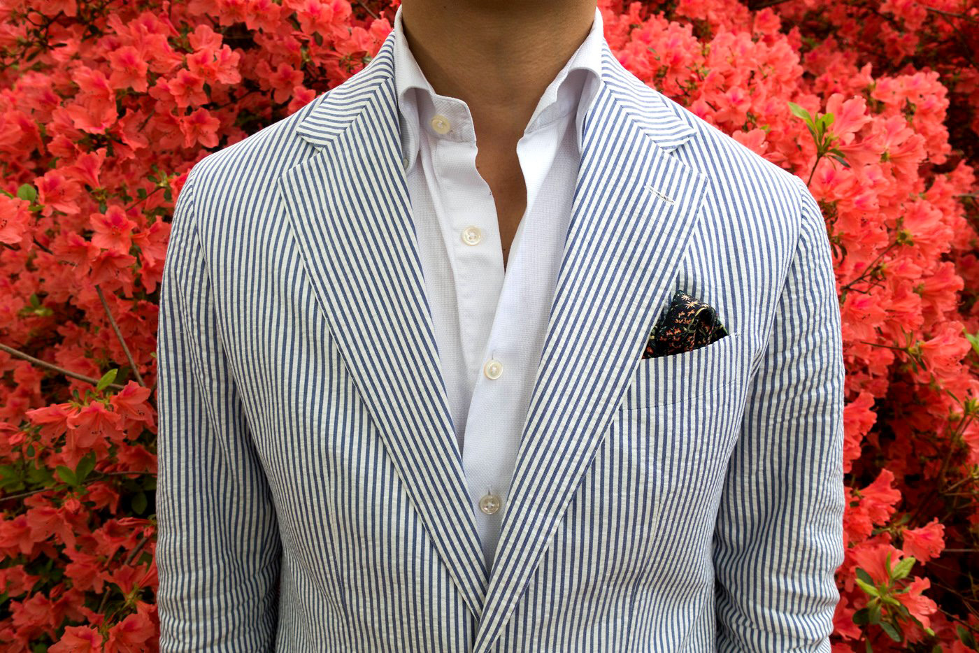 how to wear seersucker suit with a solid dress shirt